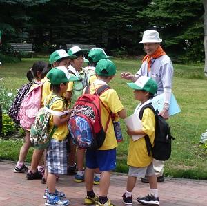 百合が原公園ボランティア 活動中