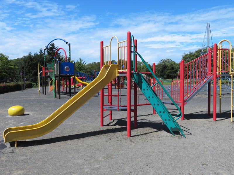 遊具公園の滑り台