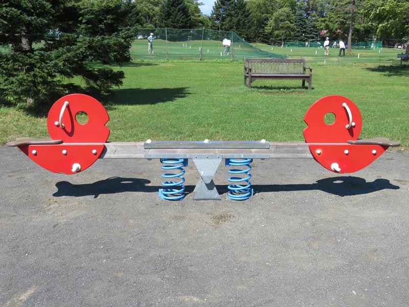 遊具広場・スプリング遊具のシーソー