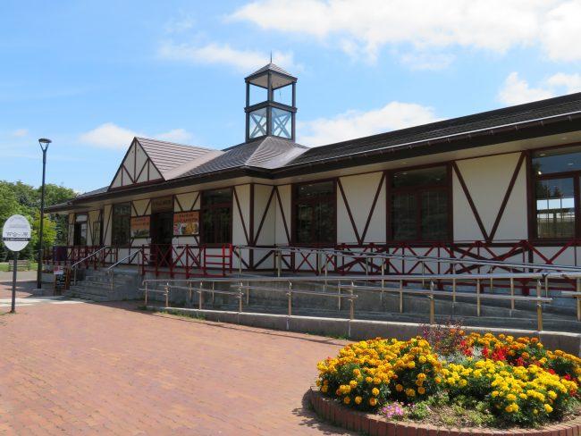 レストラン百合が原はリリートレイン駅舎内にあります