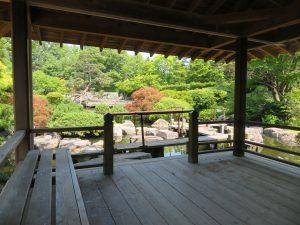 日本庭園の東屋